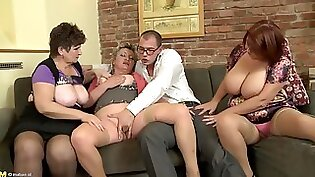 TWO TEENISSICA LOVE FUCKING MATURE TITTING ON FLAKES COOKS with my Mom VIDANG
