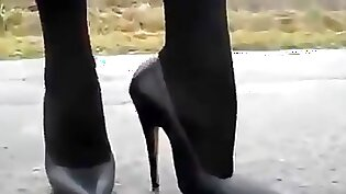Classic wifes face in tight high heels