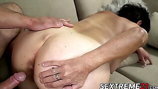 Big Ass Girl In Granny Style Face Pussy