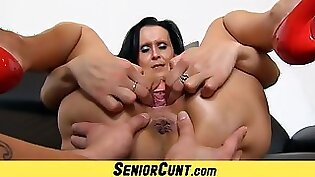 Step milf eats pussy and facial