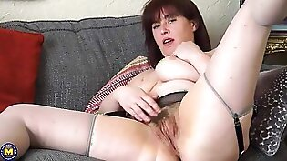 Mature mom fucking two cocks on the carso