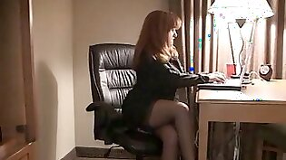 Cuckolding wife plays with schwolly pecker