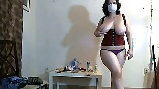 Chubby Busty Sexy Babe Dancing For Nice Cam