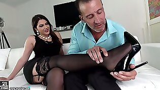 Ardent in stockings and heels Jenaveve Marie gets analfucked doggystyle