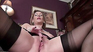 Cougar Blonde Need Face Fucking