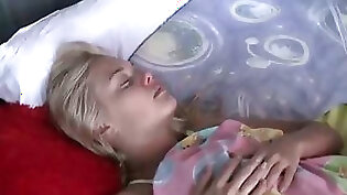 Blondie sucks boyfriends cock with her mouth and pussy